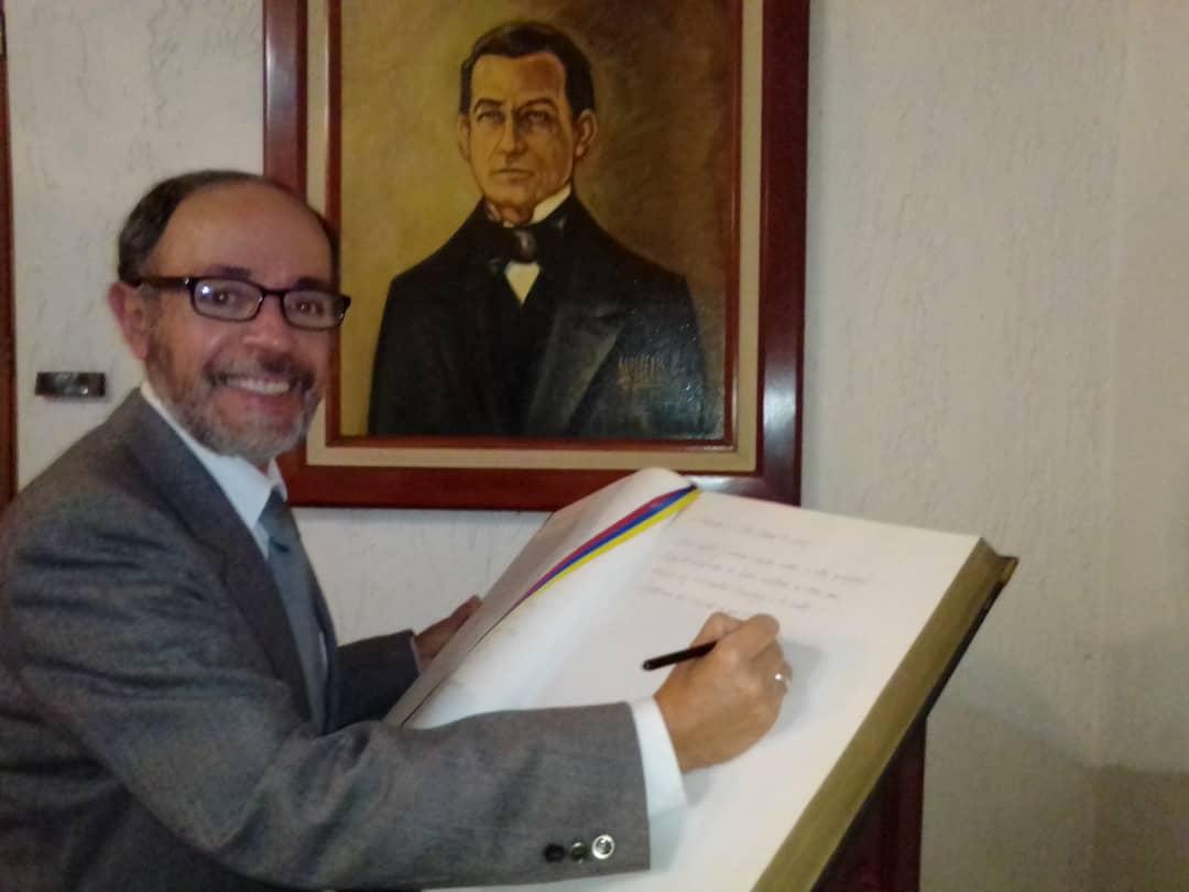 El Dr. Gil Otaiza nuevo numerario de la Academia de Mérida